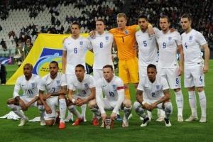 サッカーイングランド代表の試合前の選手集合写真