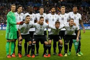 サッカードイツ代表の試合前の選手集合写真