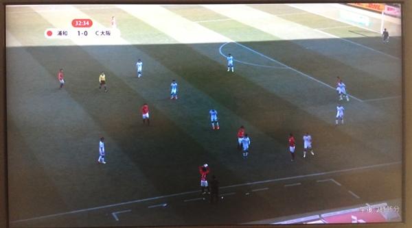 DAZNのJリーグ、浦和レッズ対セレッソ大阪の生中継時の試合映像をテレビに表示させている画像