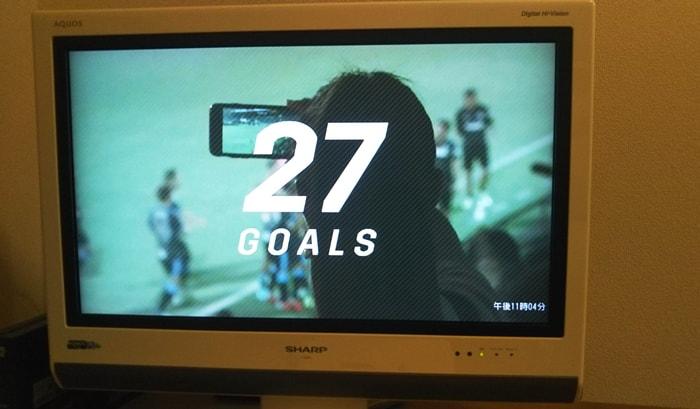 Apple TV 4Kで映したDAZNのJリーグオールゴールショーのイントロ画面をテレビに映している様子