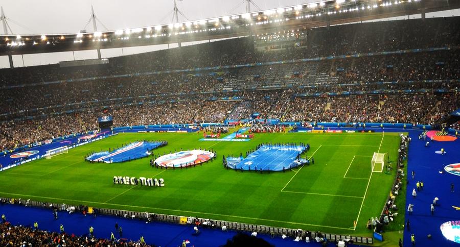 サッカー欧州選手権・EURO2016、サンドニで行われた準々決勝、開催国フランス対アイスランドの試合前のスタンドからの風景画像
