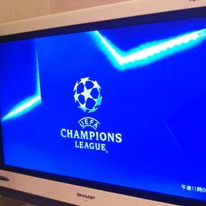 スカパーと契約した自宅のテレビにチャンピオンズリーグのロゴが映っている様子