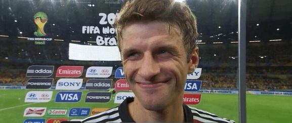 ブラジルW杯でブラジルを7-1で粉砕した直後のブラジル戦後の笑顔のミュラー