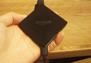 Amazon fire TVにケーブルを差し込む